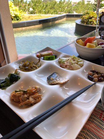 Okinawa Spa Resort EXES: Breakfast