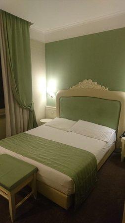 Hôtel bien situé, 15min à pied du Colisée!