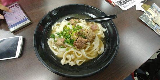 程班長台灣美食:清湯牛肉麵,份量是很足夠的。