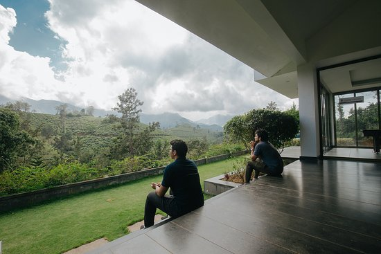 Chateau Woods: Relax and enjoy the view after lunch.