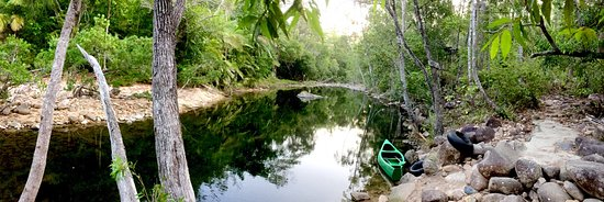 Finch Hatton, Australia: Lagoon you can swim in or use the canoe, raft or tubes
