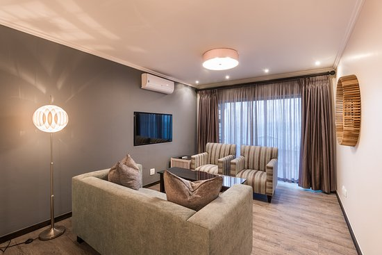 Protea Hotel by Marriott Mossel Bay: Harbour Suite Lounge