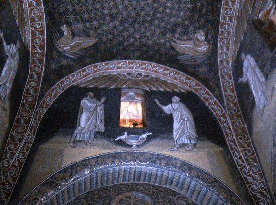 Mausoleo di Galla Placidia صورة فوتوغرافية