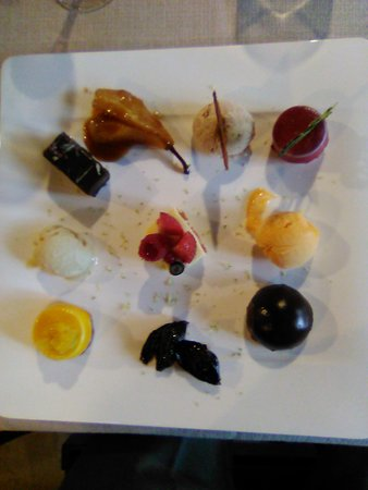 Meillonnas, فرنسا: La suite des desserts