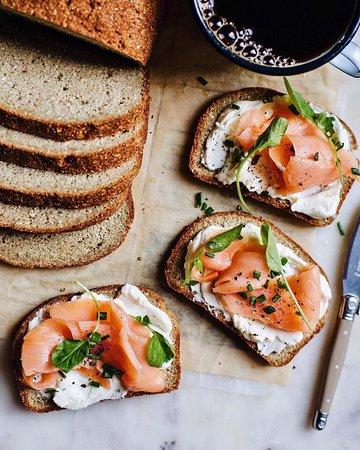 """Богатый ассортимент свежего хлеба Вы всегда можете найти в кафе-пекарне """"Хлебница"""".🌾 Каждый отыщет хлеб по своему вкусу: от цельнозернового и фитнесс хлеба, до батона и ржано-пшеничного. Мы рады стараться для Вас!❤ 🍪🍩🎂🍰 ____________________________________ Наш адрес: ул.Энергетиков 50 +7(3452)61-99-99📱"""