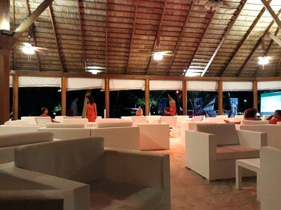 Dhiggiri: Bar sulla spiaggia