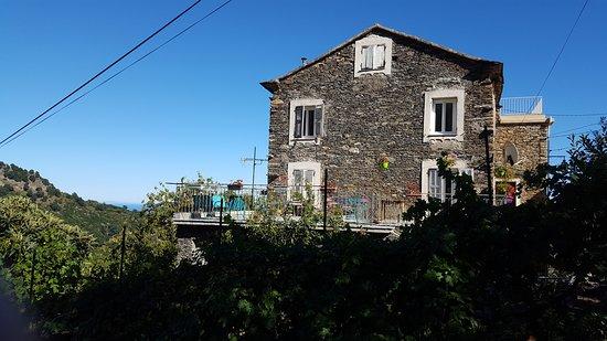 Haute-Corse, France: Vue façade depuis la place de l'église