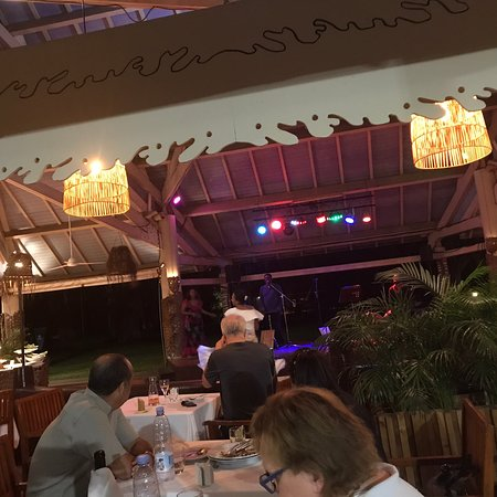 restaurant and show