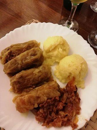 Buona accoglienza (abbastanza, rispetto alla media rumena) e ottimo cibo