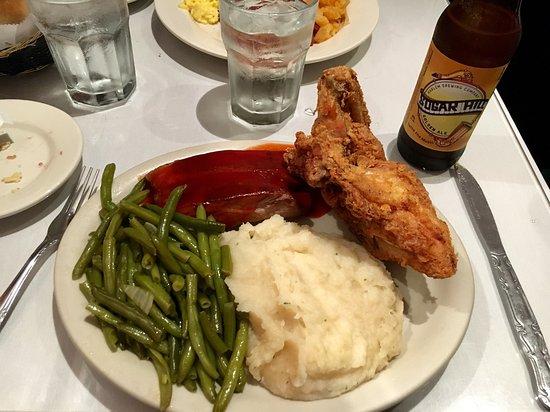 Sylvia's Restaurant: Pollo y costillas!!!
