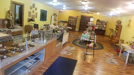Warsaw, MO: This is our lovely main room, where you will find our famous fudge and our newly introduced old fashioned or nostalgic candy.