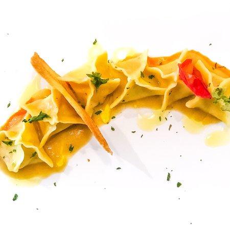 Tortelli di Baccalà su crema di ceci e salsa al pomodoro