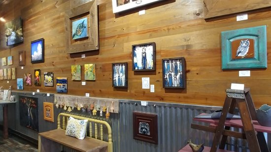 Copperhill, TN: Beautiful art are Fat Racoon Gallery