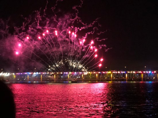 Eland Cruise: fireworks from Rainbow bridge