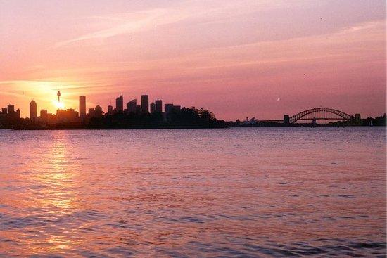 Tramonto a vela sul porto di Sydney