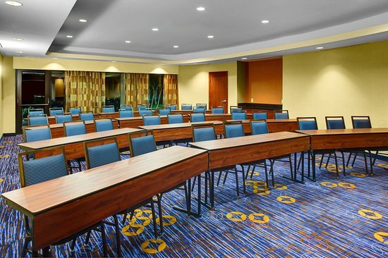 Courtyard High Point: Meeting room