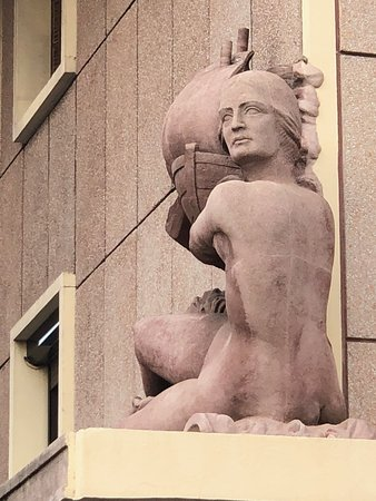 Sculpture Et sur les flots d'azur Phocée jeta à nouveau ses nefs