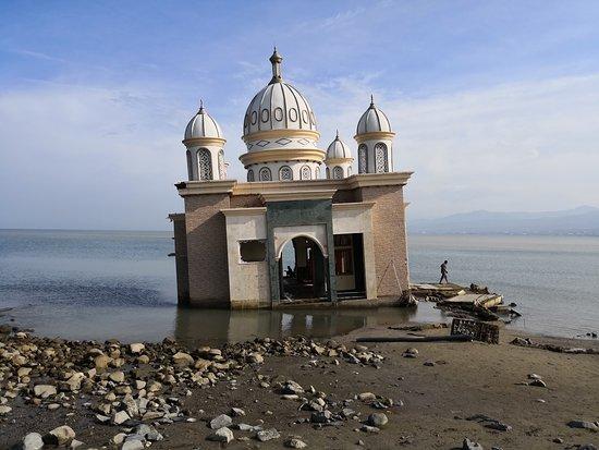 Arkam Babu Rahman Floating Mosque at Talise Beach after the earthquake & tsunami.