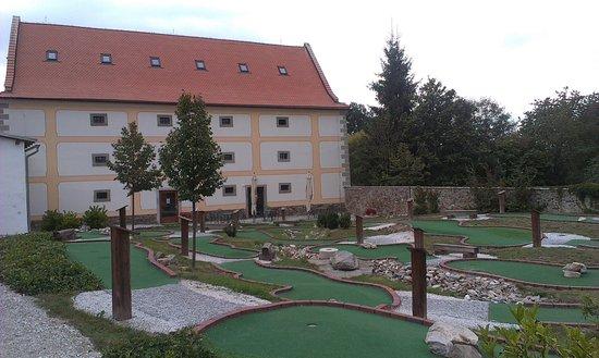 Adventure golfové hřiště Zámek Hrádek