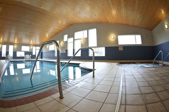 Perham, MN: GrandStay Pool