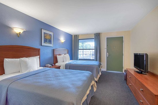 Elmsford, NY: Guest room