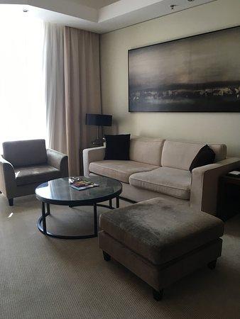 JW Marriott Marquis Hotel Dubai: Living room area of our suite