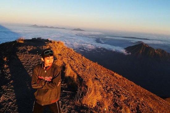 Mount Agung Trekking: Klatring Den...
