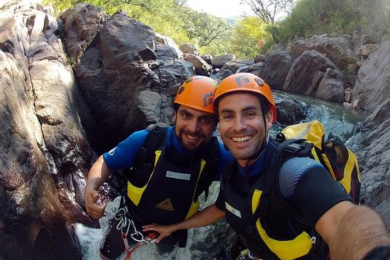 Aventura no Canyoning no centro do...