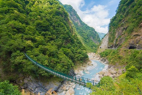 Full-Day Taroko Gorge Hike: Zhuilu...