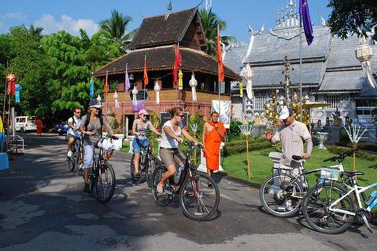チェンマイ市内の文化半日のサイクリングツアー