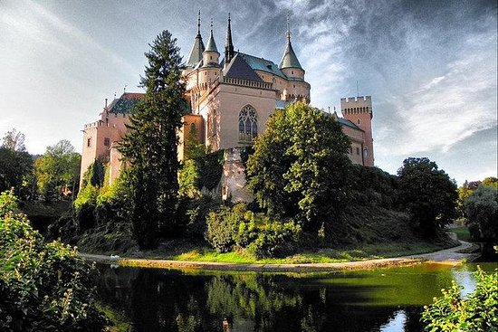 Bratislava dagstur til Bojnice Castle...