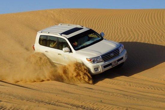 ドバイからのバーベキューディナーを含む爽やかな砂漠のサファリ