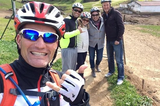 Visita guiada en bicicleta de montaña...