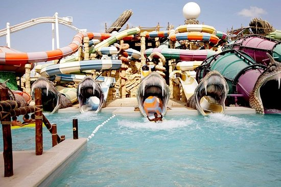 Dubai Yas Waterworld en Ferrari World ...