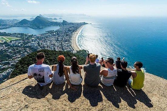 Dois Irmãos Hiking en Favela Tour in ...