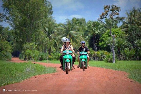 暹粒摩托车之旅:农村的古塔
