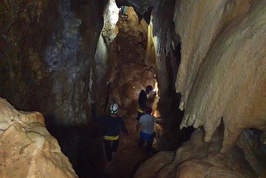 Espeleología en Granada: cueva de...