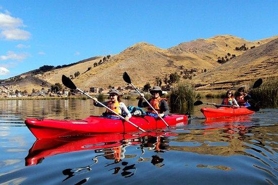 Kayak en el lago Titicaca a las islas...