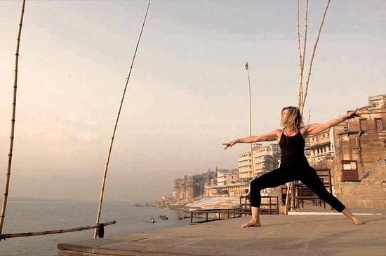 Varanasi: Passeio espiritual de ioga...