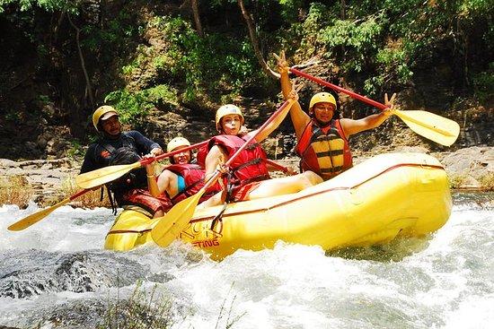 River Rafting Class 3-4 del área de...