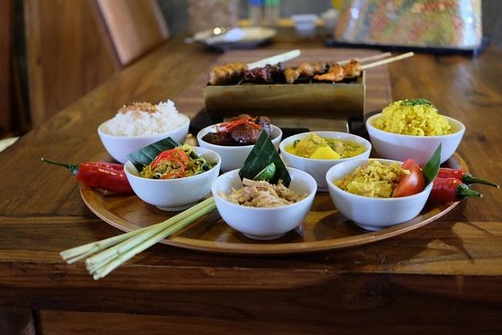 ランチまたはディナーと地元の食べ物を組み合わせたスパ