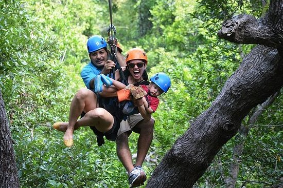 Roatan Zip Line Adventure con Monkey...