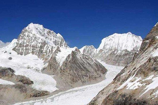 Tashi Lapcha High Pass Trek med...