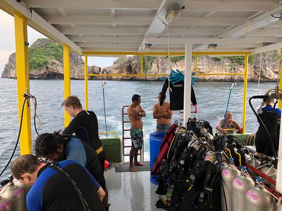 PADI Discover Scuba Diving (first time diving, min age 10, no license): Day 2 on the boat.