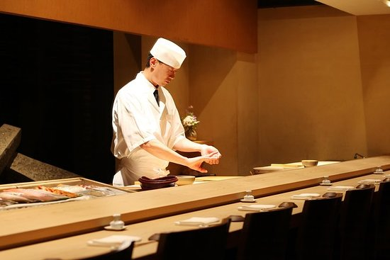 Elaboración de sushi con un chef en...