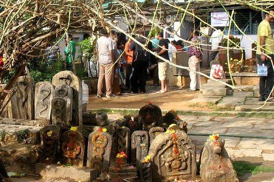 Snake Temple, Weavers & Old Alleys