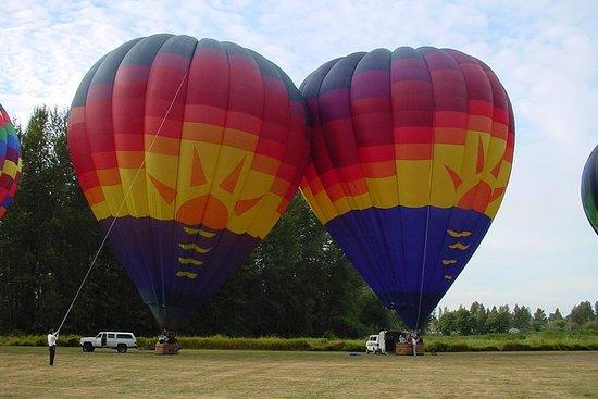 Vôos do balão da noite do por do sol