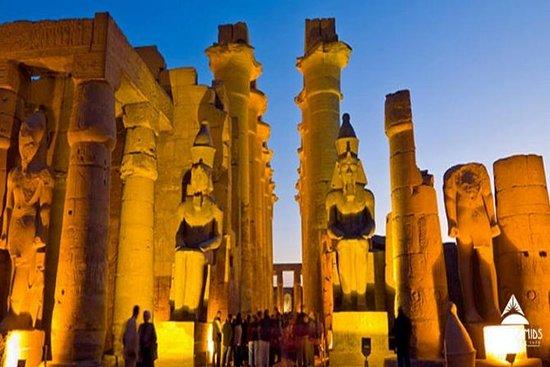 Dagstur til lyd og lys Vis på Karnak...