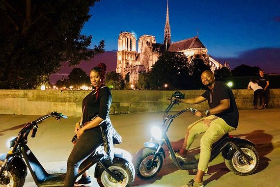 E-バイクでのパリのナイトツアー