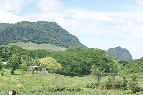 Scenic Sigatoka Valley Drive, pueblo...